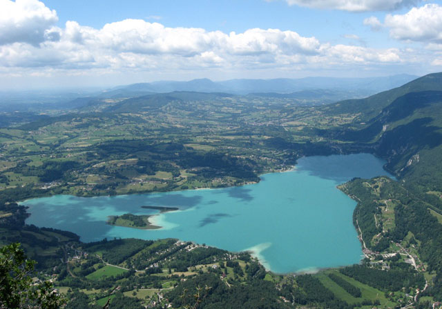 Camping Le Mont Grle Vers Le Lac DAiguebelette En Savoie